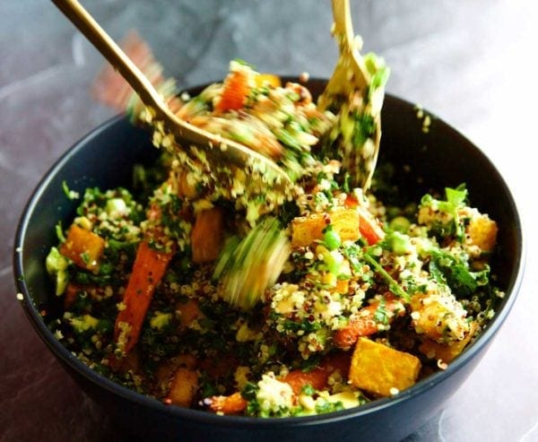 Roasted baby carrots are so sweet and tasty, this salad is perfect to share with friends and to have again for lunch the next day!