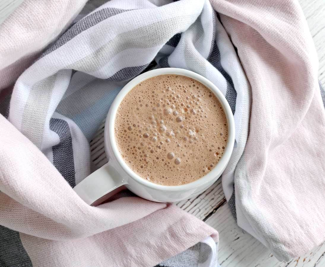 In need of a hot chocolate that doesn't just taste good but is also full of nutrients? Well look no further… this healthy hot chocolate is filled with lots of goodness with the extra kick of ginger to warm you up.